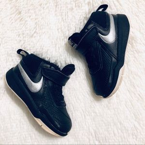 Nike Team Hustle D7 Basketball Shoes